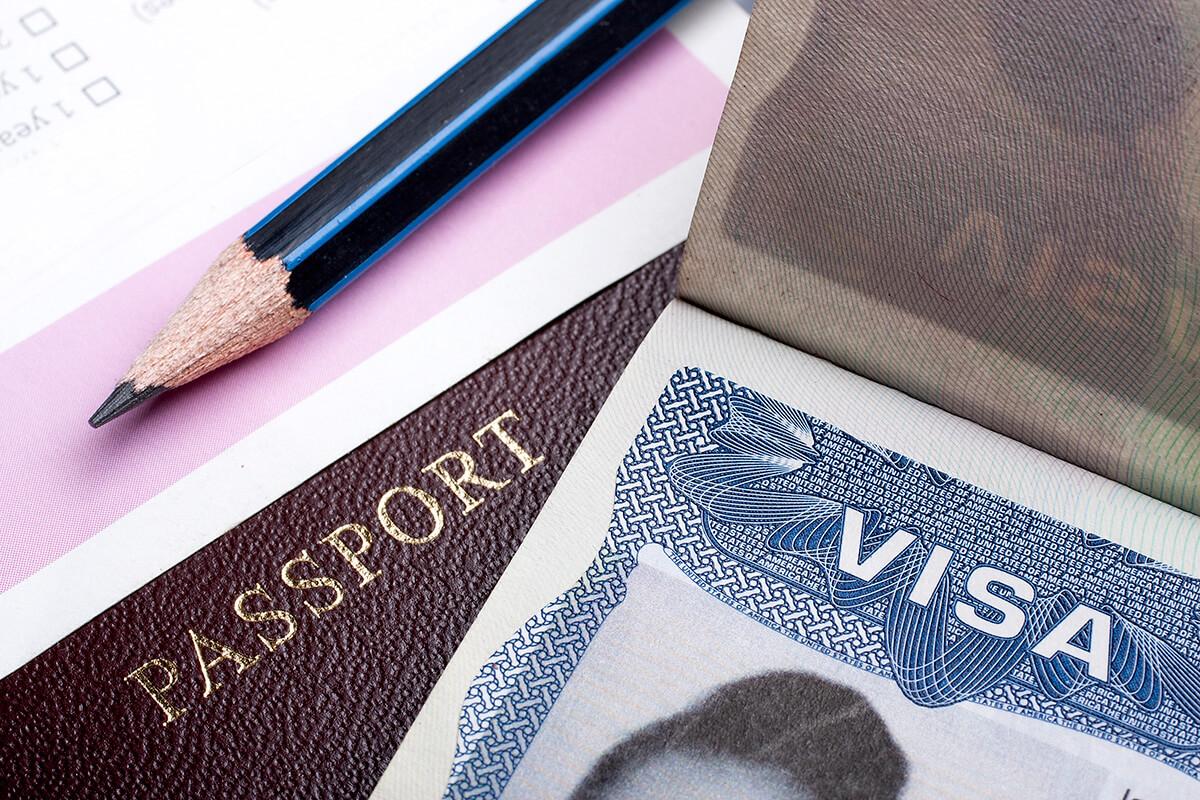 旅行でも、渡航先によって観光ビザの取得が必要です