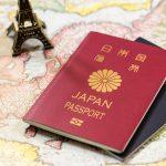 日本のパスポートは5年用の紺、10年用の赤が一般的