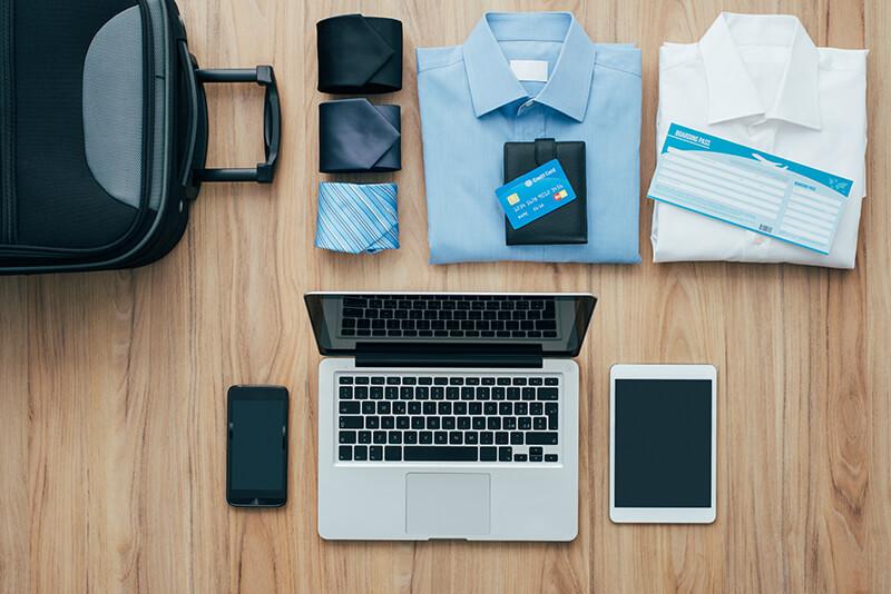 男性の海外旅行、必須の持ち物って何?