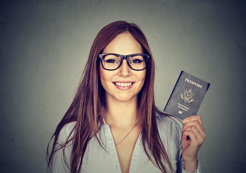 眼鏡着用で撮影する場合は、レンズに光が反射しないよう注意